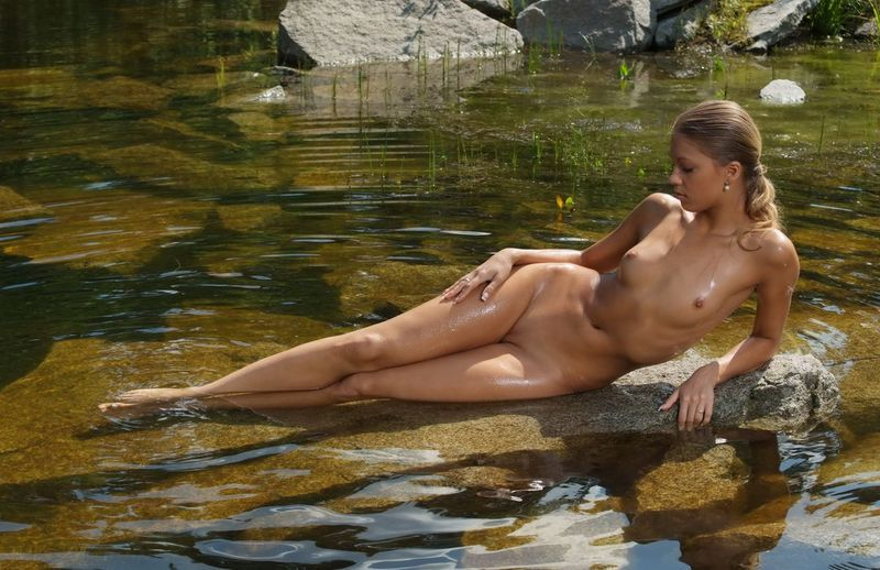 девушки в воде голые фото