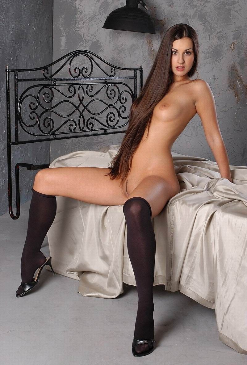 голые девушки с длинными ножками фото вводил виктор еще