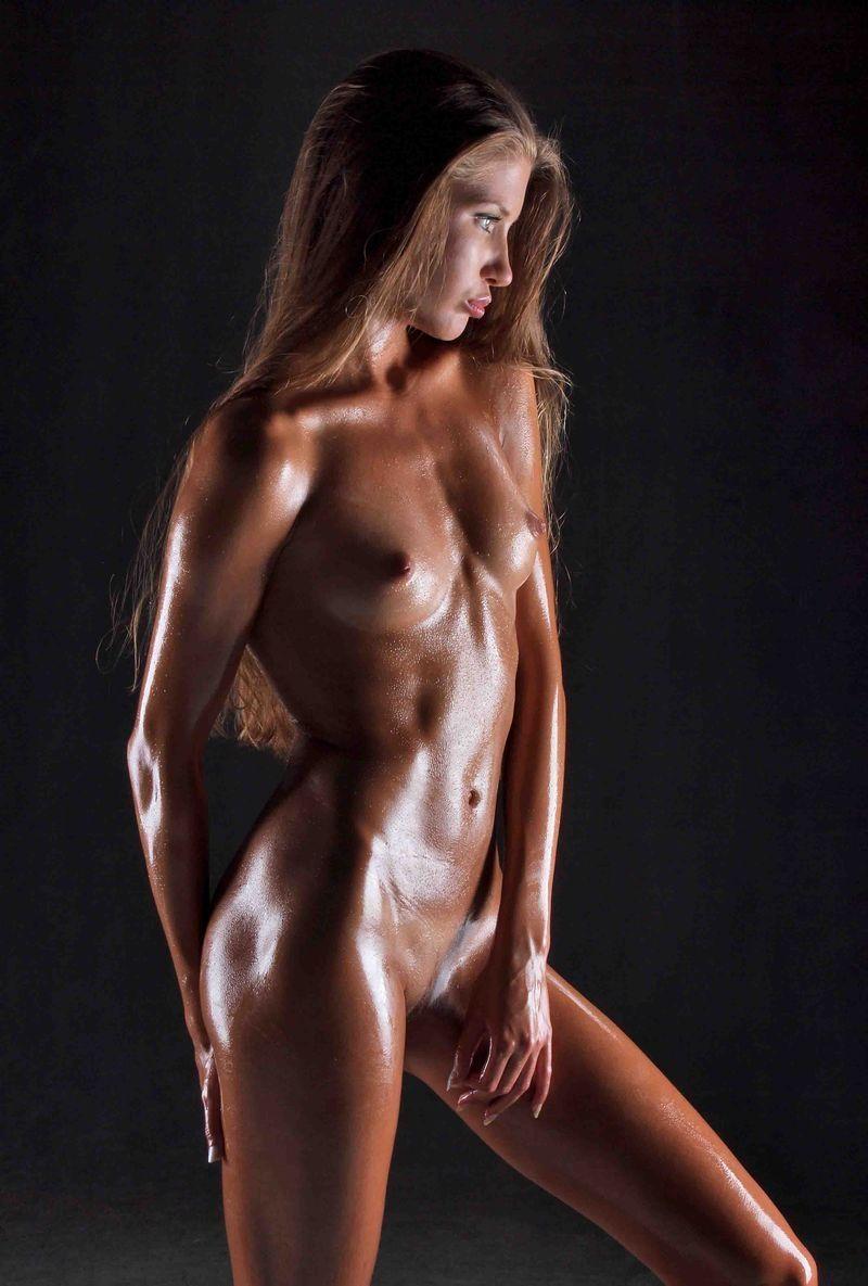 Голая загорелая девушка фото