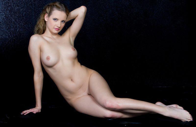 Голые голые длинноногие модели