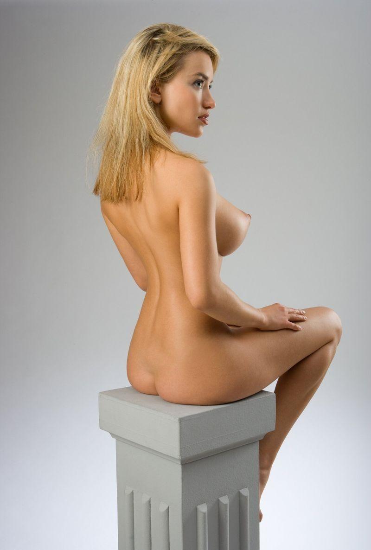 Порно снятое красивая девушка красивой фигурой и выпирают сиськи природе