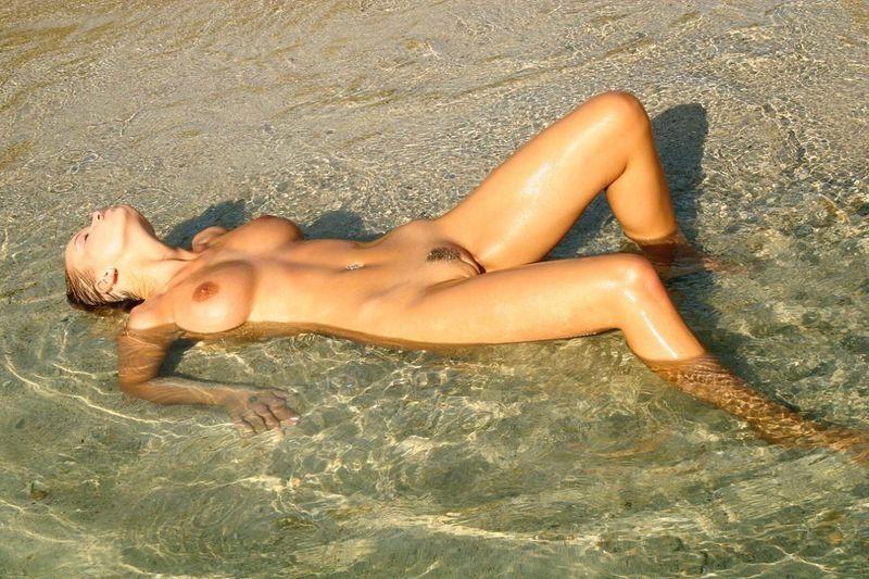 красотки голые фото на пляже