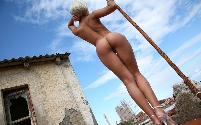длинноногие девушки фотографируют себя дома голими