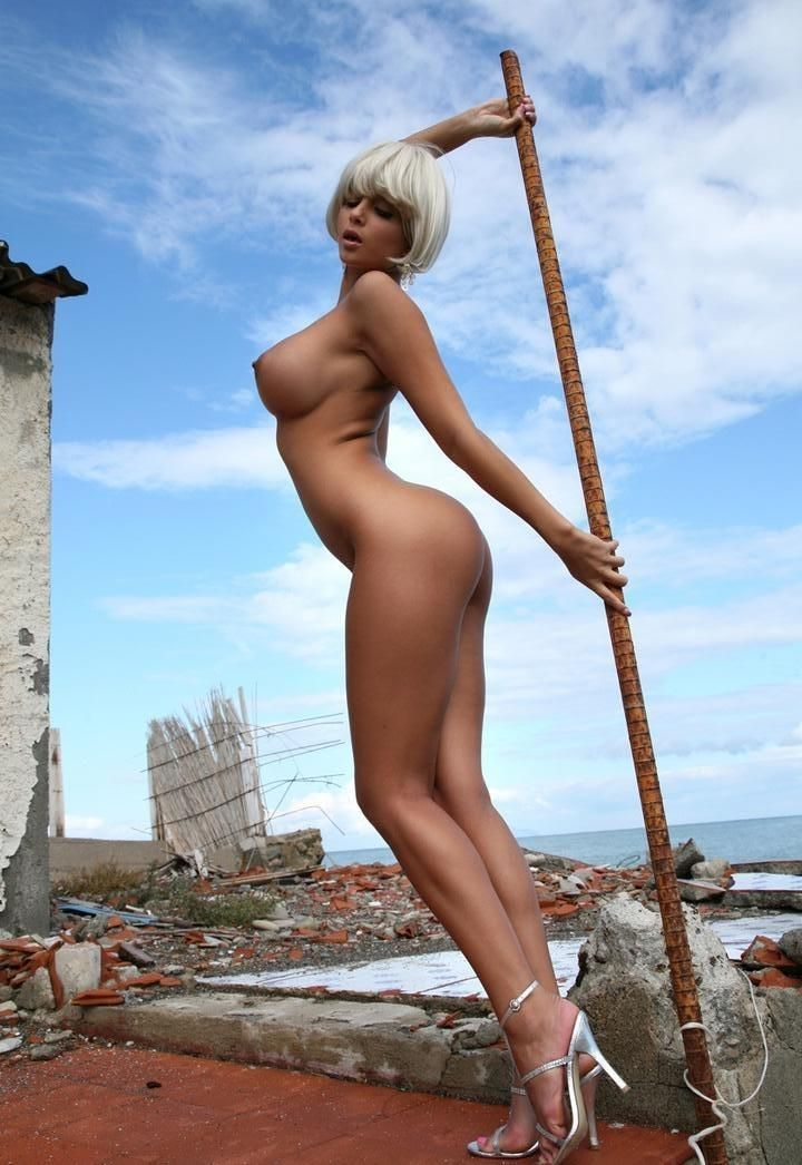 Голые девушка длинные ноги толстые