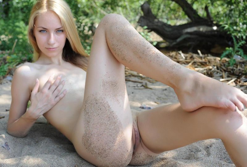 Худые голые блондинки фото