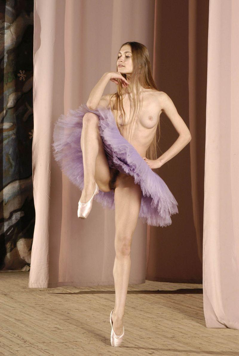 golie-devchonki-balerina