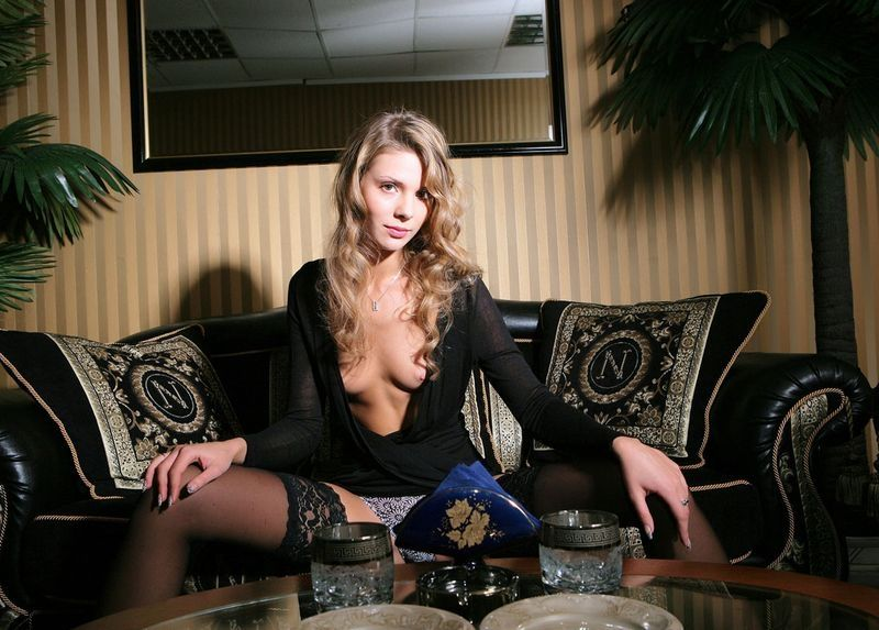 Blonde Girl Reveals Her Black Lingerie On The Chaise Longue Pmatehunter 1