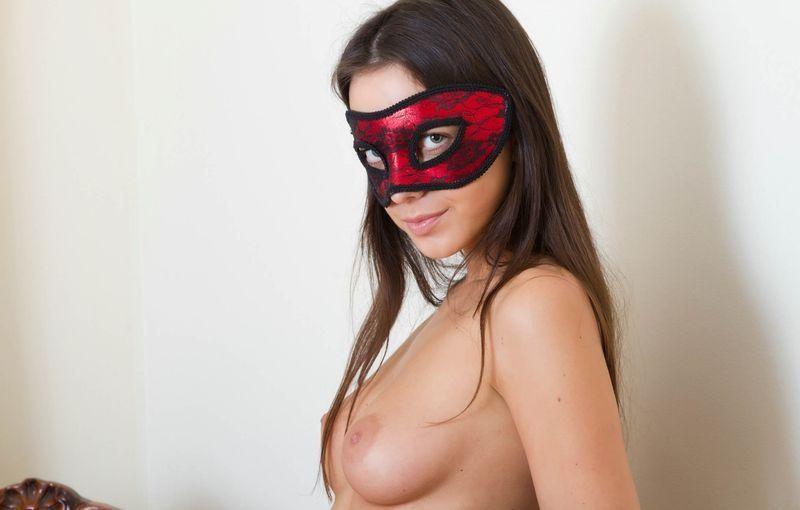 так голая в маске фото можешь расположить массажер