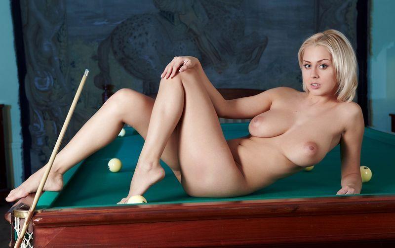еротические фото грудастых блондинок