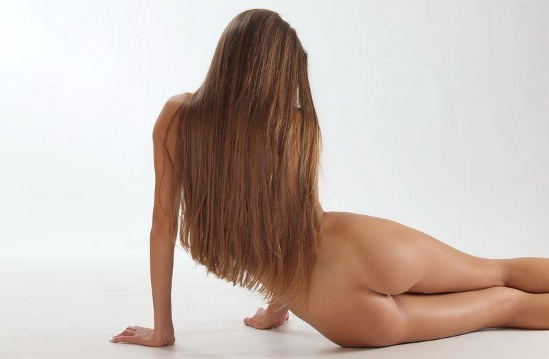 golie-hudenkie-devushki-foto-szadi