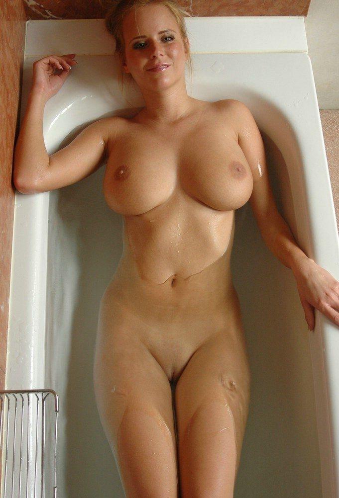 Голая девушка с большими сисями фото