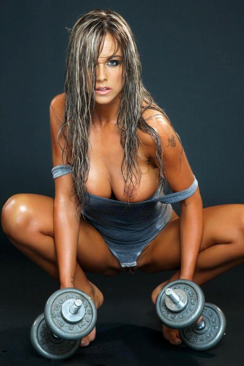 Мокренькая фитнес телка