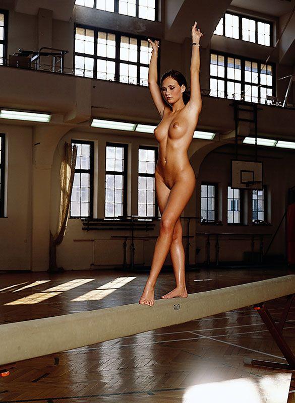 эротика девушка гимнастка игры очень заводят