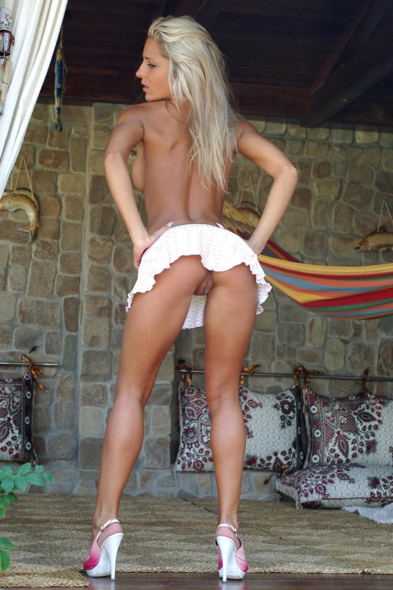 Стройные блондинки в мини платьях секс видео