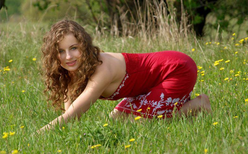 Пальцы ног фото кудрявой русой девушки раком ебет подругу