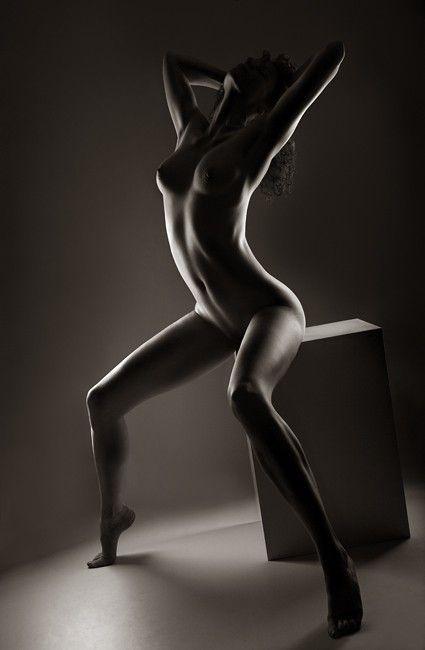 Черно белые женщины голые