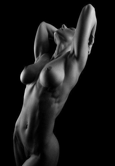 фото черно белое девушек голых
