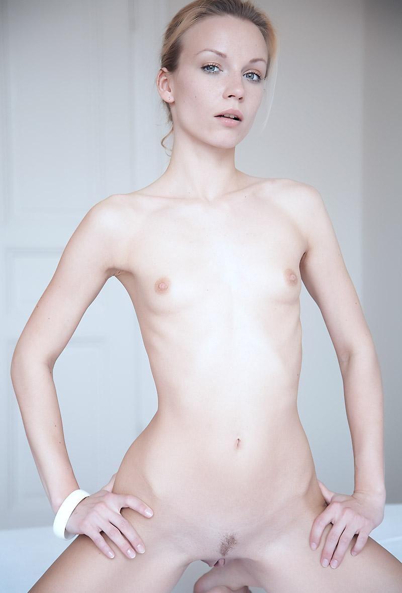 devushki-s-ploskoy-grudyu-porno-foto-i-video-tveri
