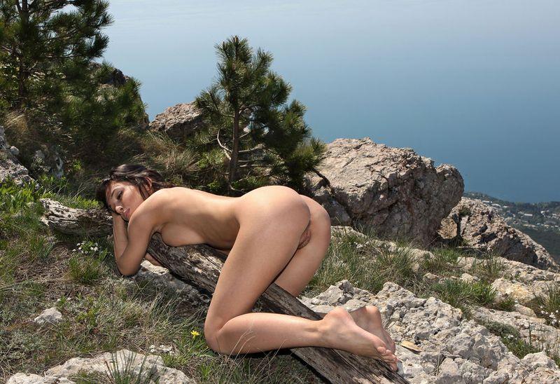 В горах порно фото