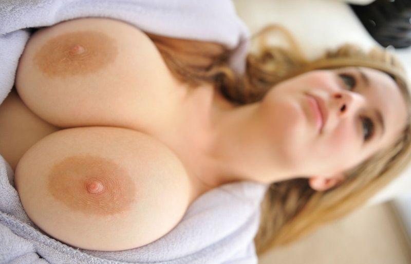 большая грудь с бледными сосками фото