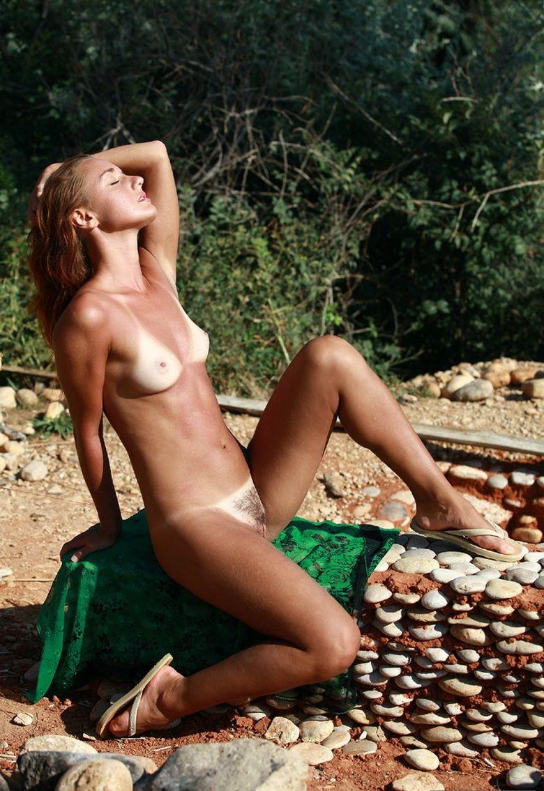 Sexy tan naked women