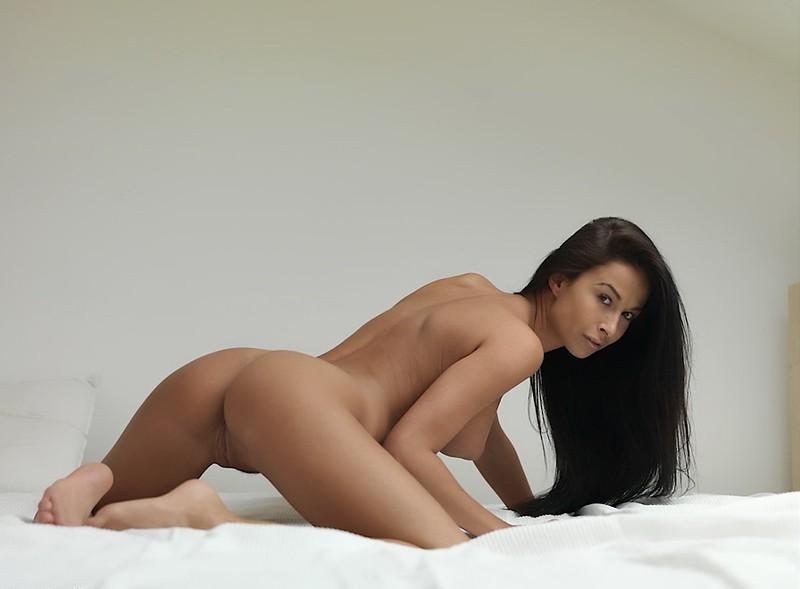 девушки брюнетки голые фото