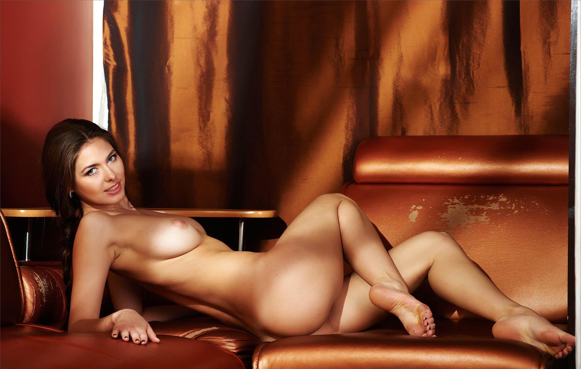 foto-golih-soblaznitelnits-porno-video-mamkami-lesbiyanki