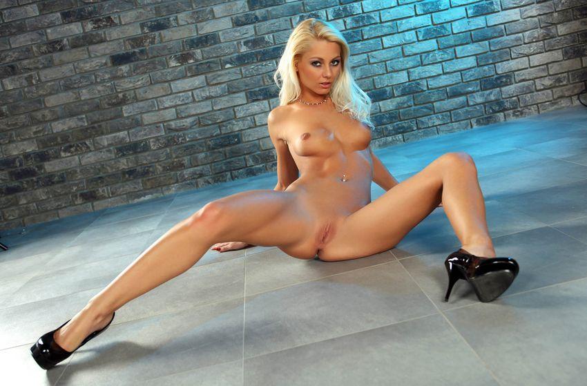 visokaya-blondinka-erotika