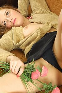 Nake.Me search results: brunette girl with flowers posing on couch