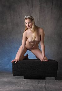 Babes: young blonde girl posing with a silver crown