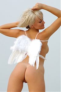 Nake.Me search results: blonde girl posing on the sand with angel wings